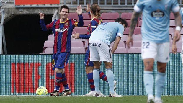 Soccer Football - La Liga Santander - FC Barcelona v Celta Vigo - Camp Nou, Barcelona, Spain - May 16, 2021 Barcelona's Lionel Messi celebrates scoring their first goal with Antoine Griezmann REUTERS/Albert Gea