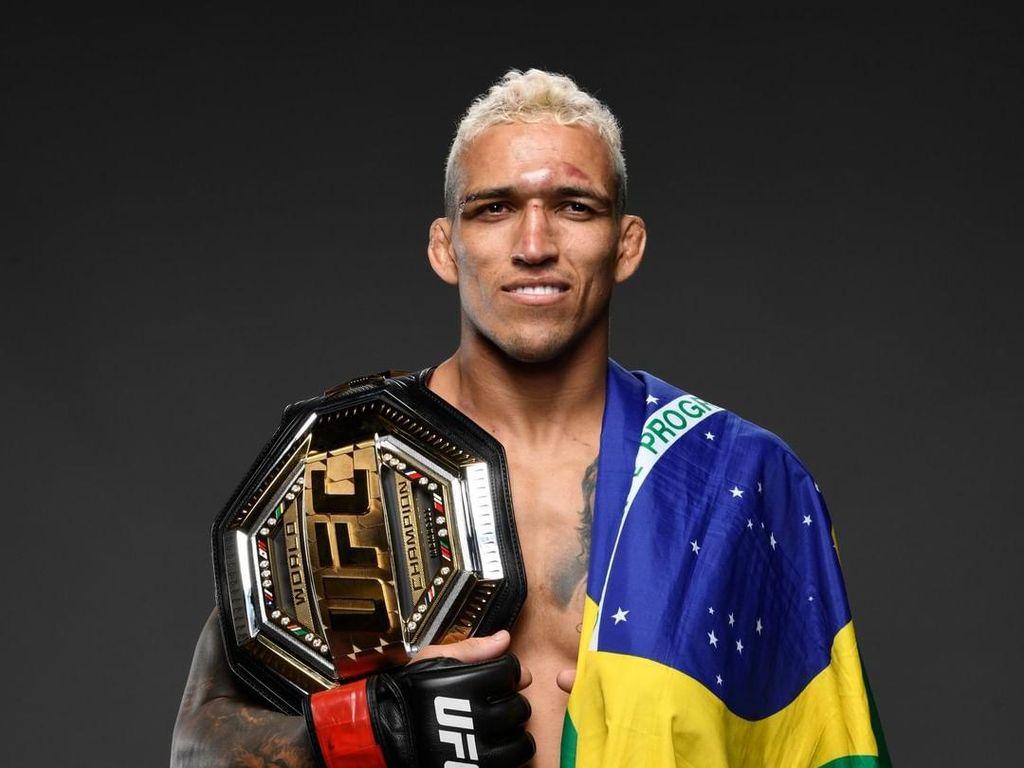 Jadi Juara UFC, Charles Oliveira Sindir Conor McGregor