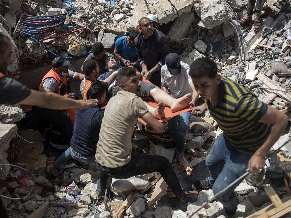 Suasana Pilu Saat Evakuasi Korban Agresi Israel di Reruntuhan Gedung
