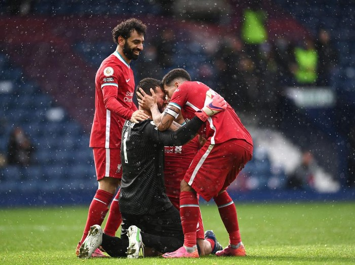 WEST BROMWICH, ENGLAND - MAY 16: Alisson Becker of Liverpool is congratulated on scoring the winning goal  by Mohamed Salah, Thiago Alcantara and Roberto Firmino during the Premier League match between West Bromwich Albion and Liverpool at The Hawthorns on May 16, 2021 in West Bromwich, England. (Photo by Laurence Griffiths/Getty Images)