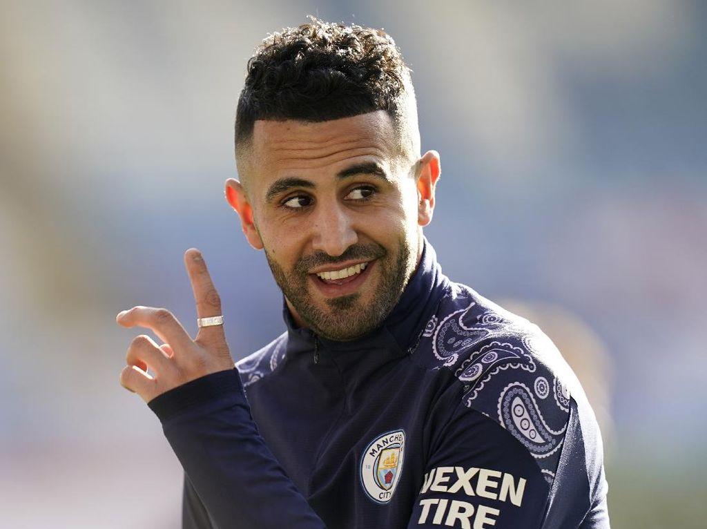 Riyad Mahrez Tegaskan Bertahan di City, Arsenal Gigit Jari
