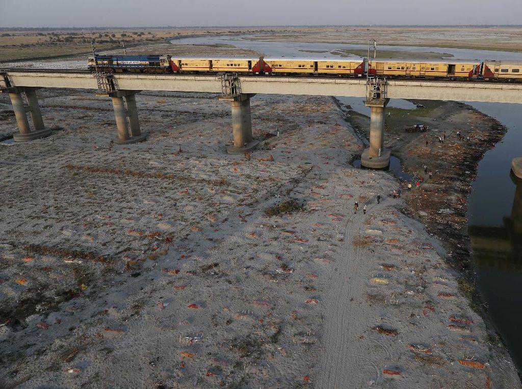 Potret Ratusan Mayat di Sungai Gangga Bak Kuburan Massal