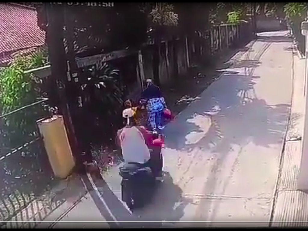 Viral Ibu Dijambret Saat Jalan Sama Anak di Jagakarsa, Pelaku Ditangkap