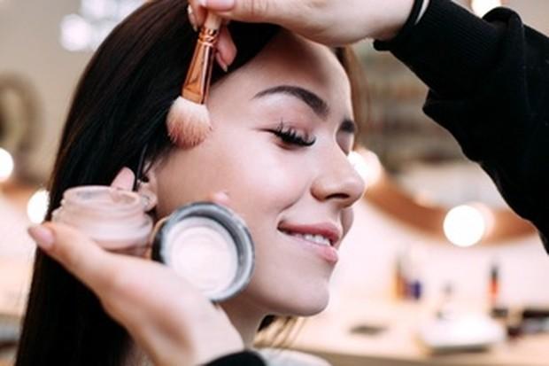Tips Menghindari Pilling. Makeup Jadi Lebih Flowless!/freepik.com