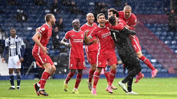 Soccer Football - Premier League - West Bromwich Albion v Liverpool - The Hawthorns, West Bromwich, Britain - May 16, 2021 Liverpool's Alisson celebrates scoring their second goal with teammates Pool via REUTERS/Laurence Griffiths EDITORIAL USE ONLY. No use with unauthorized audio, video, data, fixture lists, club/league logos or 'live' services. Online in-match use limited to 75 images, no video emulation. No use in betting, games or single club /league/player publications.  Please contact your account representative for further details.