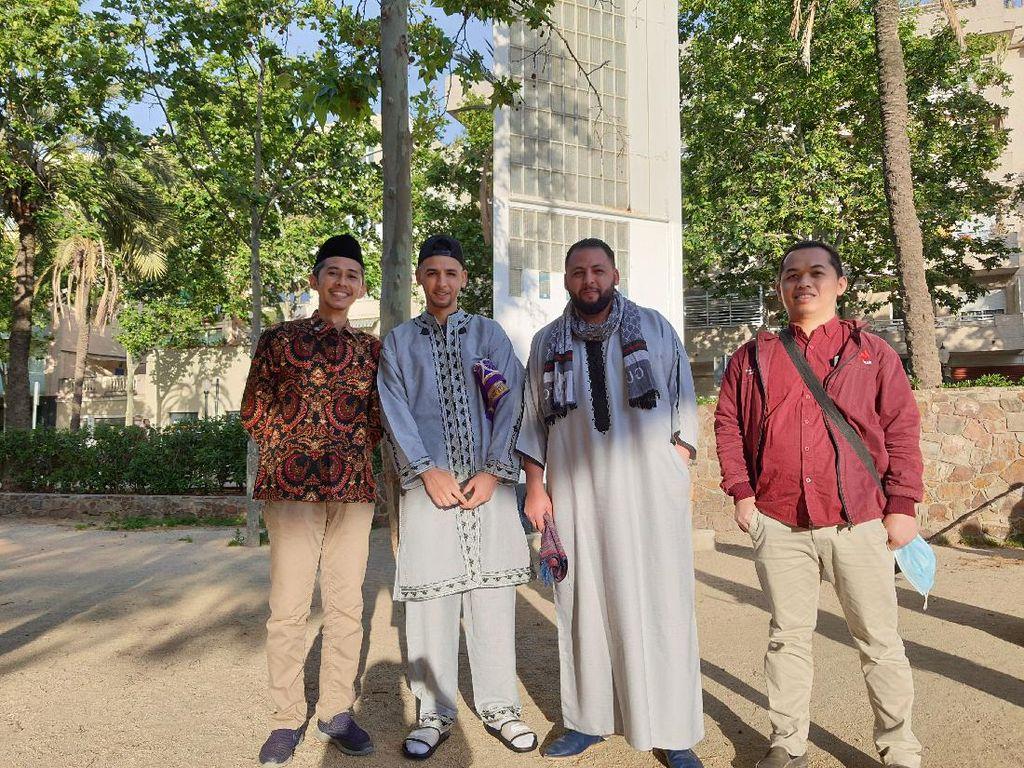 Kisah Mahasiswa RI Lebaran di Spanyol: Diajak Foto Usai Sholat Id karena Batik