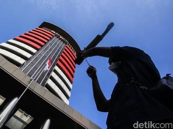 Ironi Instruksi Jokowi