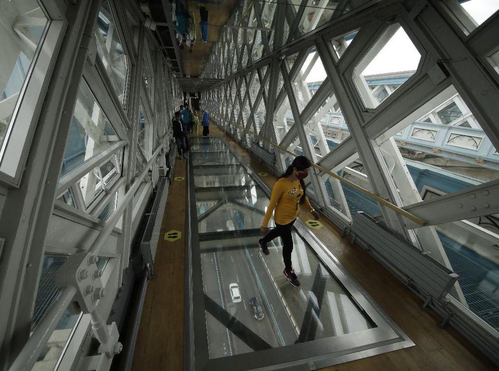 Jembatan Kaca Ini Ada di Ikon Kota London Lho