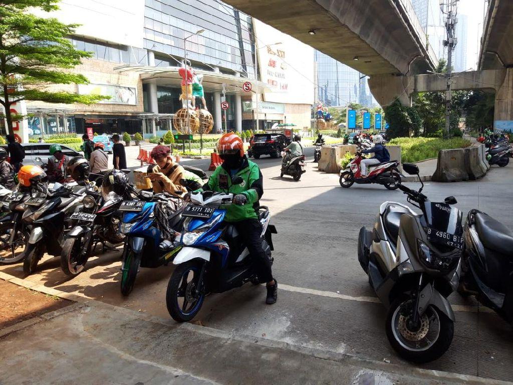 Bina Marga Klaim Telah Sekat Celah Motor Naik Trotoar di U-Turn Jl Satrio