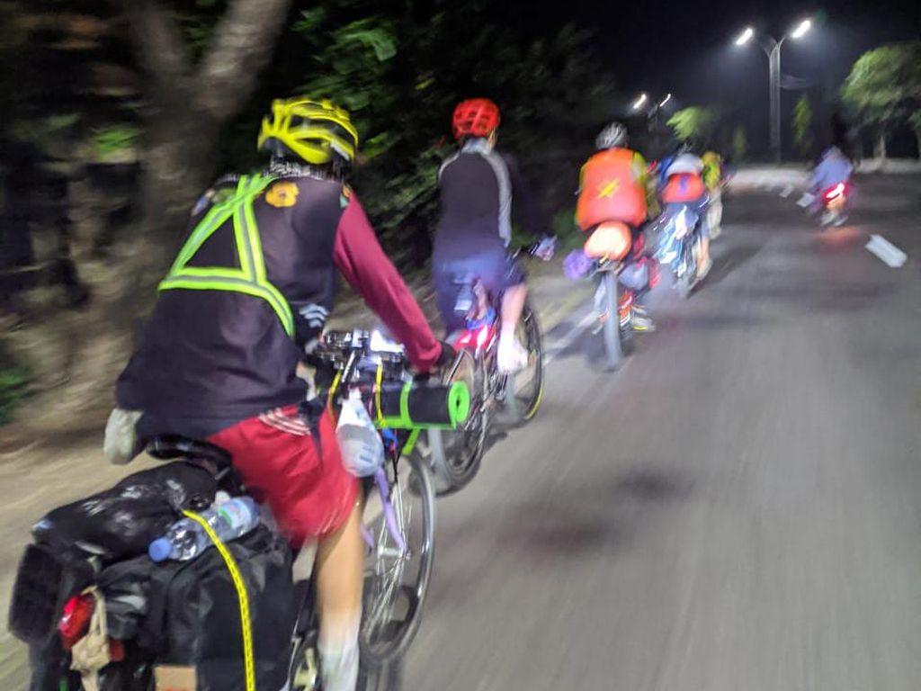 Cerita Pemudik Bersepeda dari Depok ke Kendal Jateng, Lalui Penyekatan