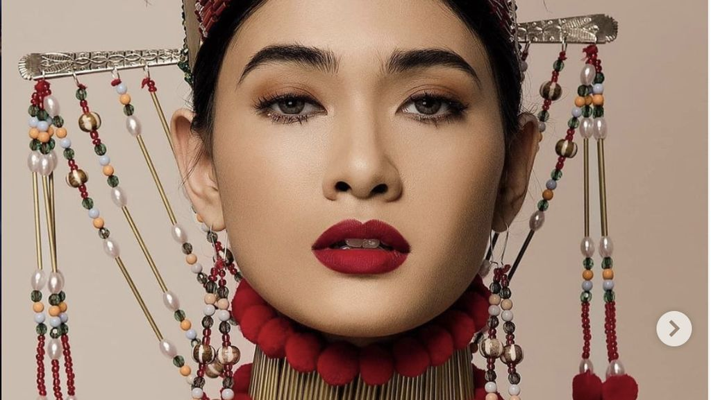 10 Foto Miss Myanmar Pemenang Best National Costume Miss Universe 2020