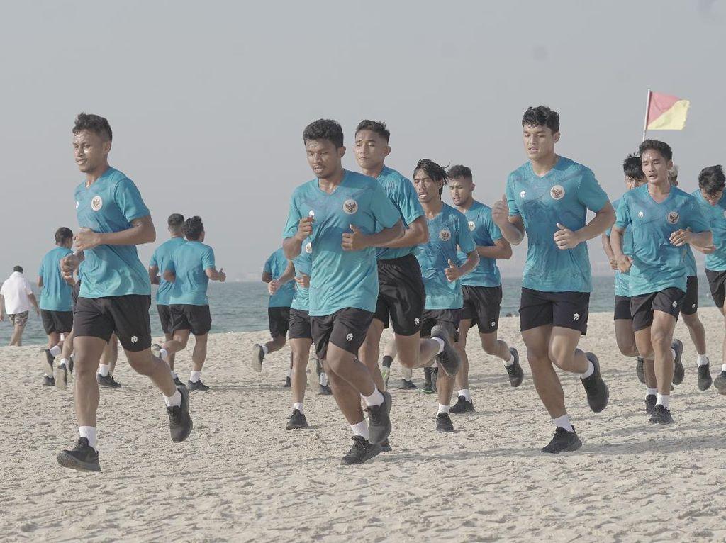 Tiba di Dubai, Timnas Indonesia Latihan di Pantai