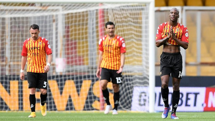 BENEVENTO, ITALY - MAY 16: Bryan Dabo of Benevento Calcio looks dejected during the Serie A match between Benevento Calcio  and FC Crotone at Stadio Ciro Vigorito on May 16, 2021 in Benevento, Italy. Sporting stadiums around Italy remain under strict restrictions due to the Coronavirus Pandemic as Government social distancing laws prohibit fans inside venues resulting in games being played behind closed doors. (Photo by Francesco Pecoraro/Getty Images)