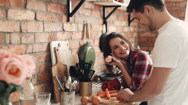 Couple in the Kitchen   Freepik.com