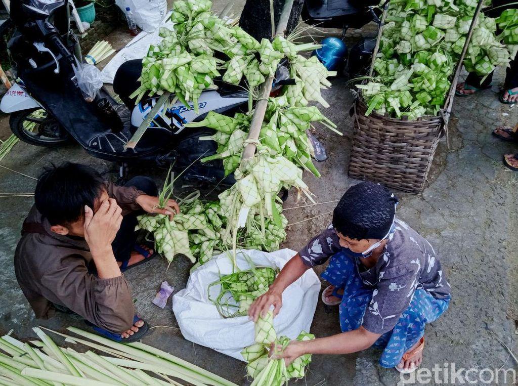 Curahan Hati Pedagang Ketupat di Klaten yang Terdampak Pandemi