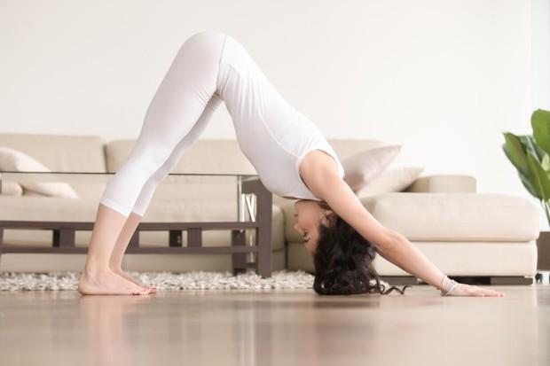 Pose ini memperpanjang otot di garis belakang tubuh kamu untuk meredakan ketegangan di paha belakang, betis dan punggung bawah.
