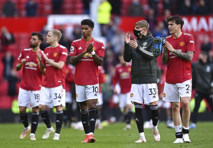 Manchester United's players applaud fans after the English Premier League soccer match between Manchester United and Fulham at Old Trafford stadium in Manchester, England, Tuesday, May 18, 2021. (AP Photo/Laurence Griffiths, Pool)