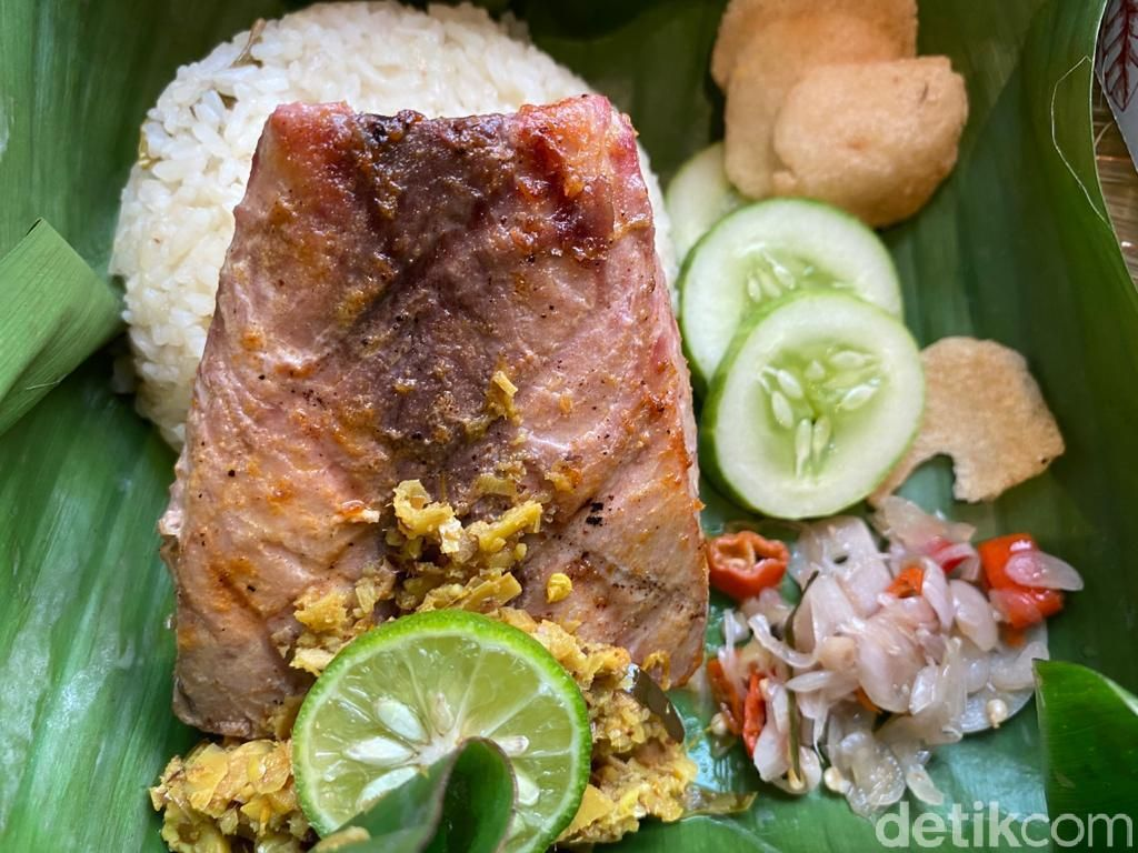 Mankena : Nongkrong Sambil Makan Ayam Rempah dan Tuna Kecombrang