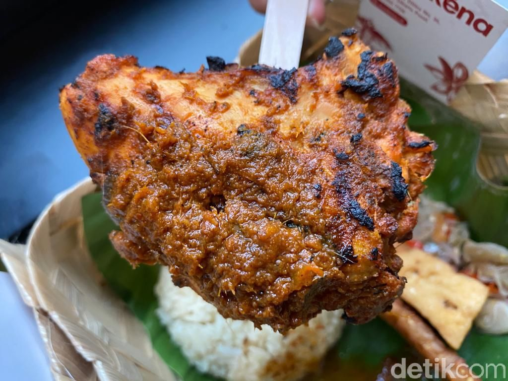 Yummy! Enaknya Ayam Bakar Rempah dan Risol Isi Sei Sapi
