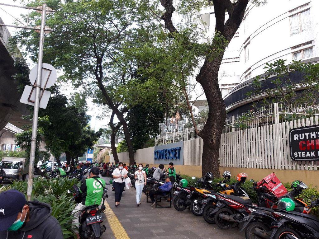 Pemprov DKI Kaji Pembuatan Kantong Parkir di Jl Prof Dr Satrio Jaksel