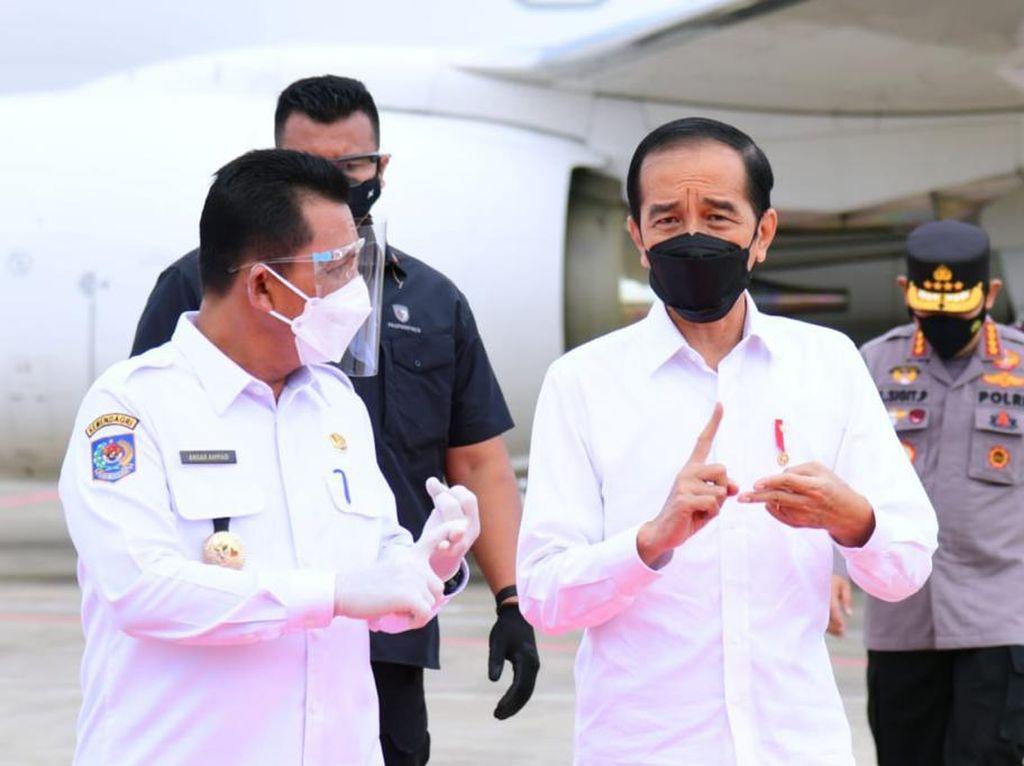 Tinjau Vaksinasi di Kepri, Jokowi Terima Laporan Kendala Distribusi Vaksin