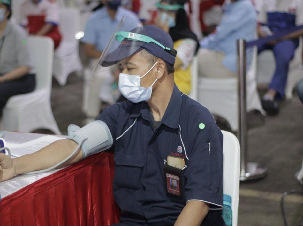 Pekerja & Keluarganya Harus Dapat Prioritas Vaksinasi Gotong Royong