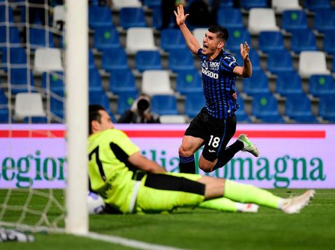 REGGIO NELL'EMILIA, ITALY - MAY 19: Ruslan Malinovskyi of Atalanta B.C. celebrates after scoring their sides first goal  during the TIMVISION Cup Final between Atalanta BC and Juventus on May 19, 2021 in Reggio nell'Emilia, Italy. A limited number of fans will be allowed into the stadium as Coronavirus restrictions begin to ease in the UK. (Photo by Marco Rosi/Getty Images for Lega Serie A)