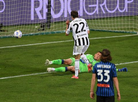REGGIO NELL'EMILIA, ITALY - MAY 19: Federico Chiesa of Juventus scores his team second goal during the TIMVISION Cup Final between Atalanta BC and Juventus on May 19, 2021 in Reggio nell'Emilia, Italy. (Photo by Alessandro Sabattini/Getty Images for Lega Serie A)