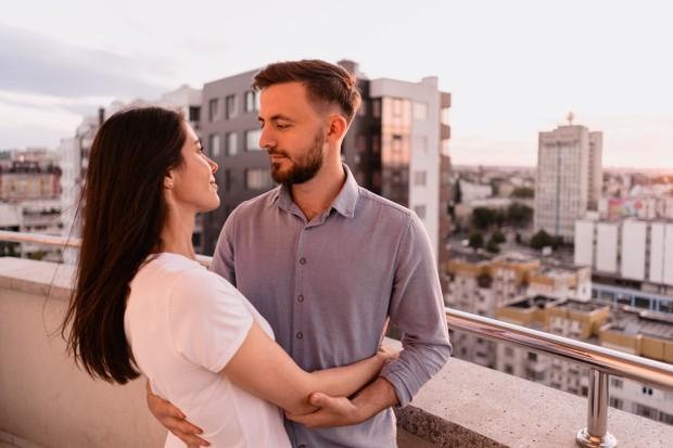 Bagian terpenting dari memulai kencan setelah berhasil keluar dari hubungan yang beracun adalah memahami apa yang terjadi yang membuat hubungan kamu menjadi beracun.