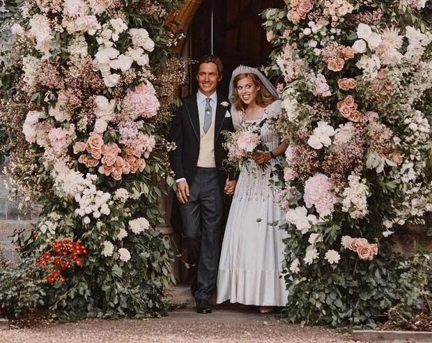 Pernikahan Princess Beatrice dan Edoardo Mapelli Mozzi di Royal Chapel of All Saints