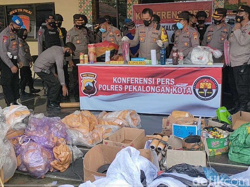 Polisi Sita 161 Balon Udara dan 550 Petasan di Pekalongan