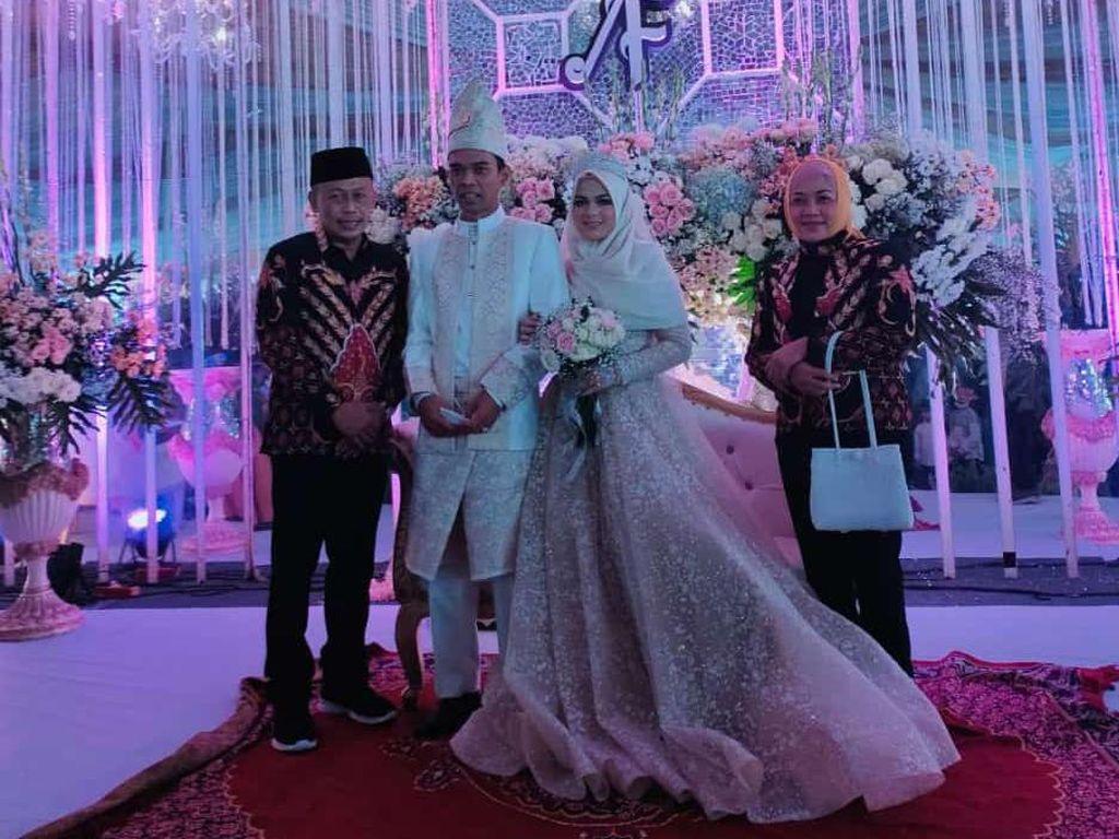 Mereka yang Melihat Ustad Abdul Somad-Fatimah Bahagia Saat Resepsi Pernikahan