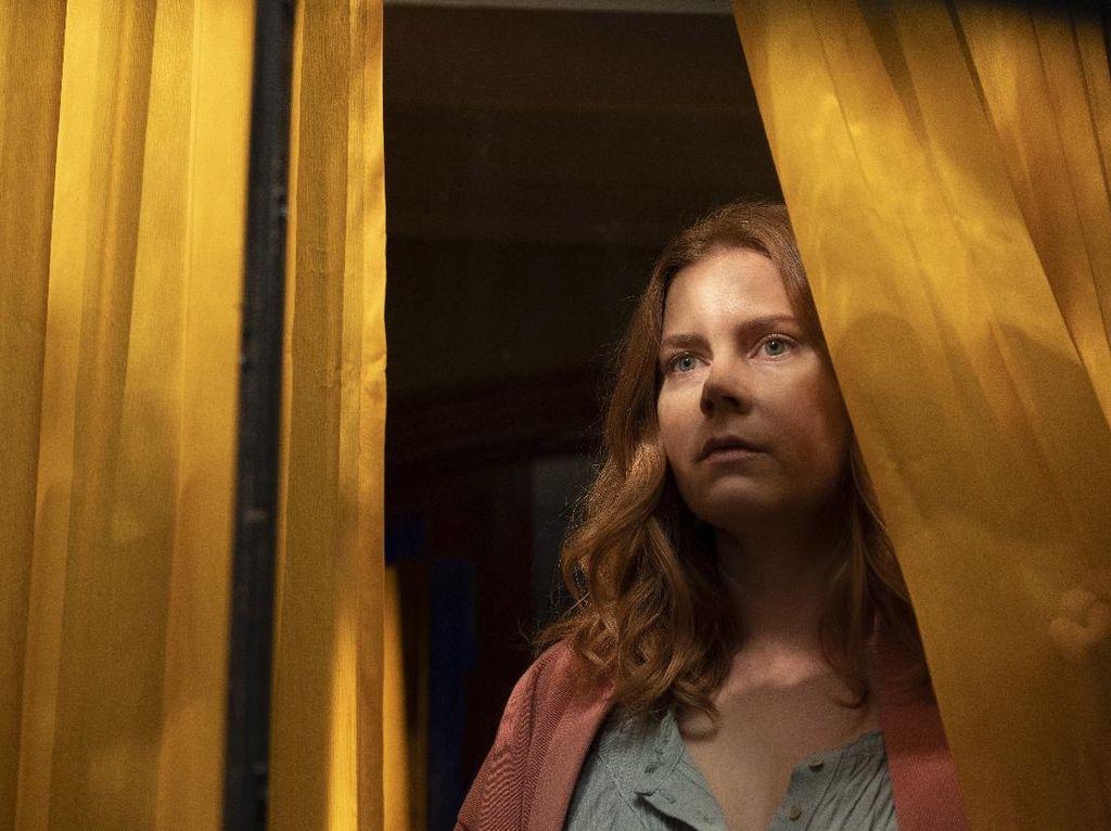 The Woman In The Window: Mencari Kebenaran di Tengah Kegelapan