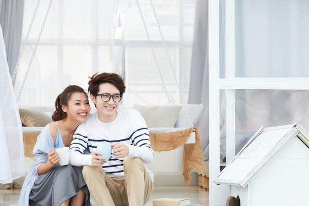 Cara yang satu ini mungkin sulit, karena setelah berpisah dengan mantan yang telah menjalin hubungan cukup lama kamu pasti masih memikirkannya.