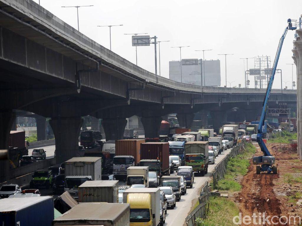 Ada Perbaikan Jalan, Tol Japek Arah Jakarta Macet 11 Km
