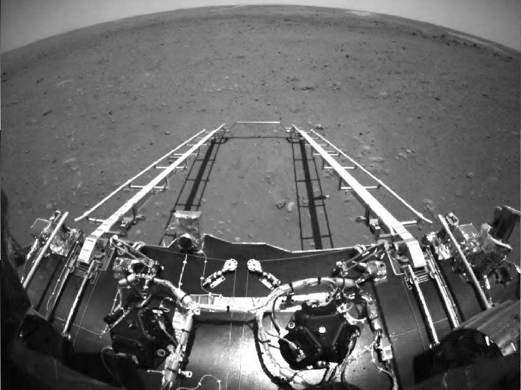 Robot China di Mars Sudah Berjalan 236 Meter Sejak 15 Mei