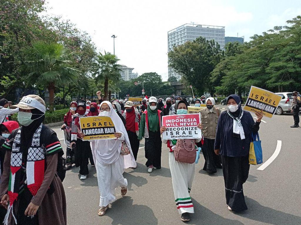 Kumpul di Stasiun Gambir, Massa Aksi Bela Palestina Long March ke Kedubes AS
