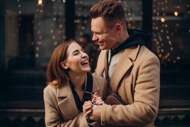 Hubungan adalah jalan dua arah, sehingga tidak dibutuhkan sikap romantis yang berlebihan untuk membuat pria bahagia.