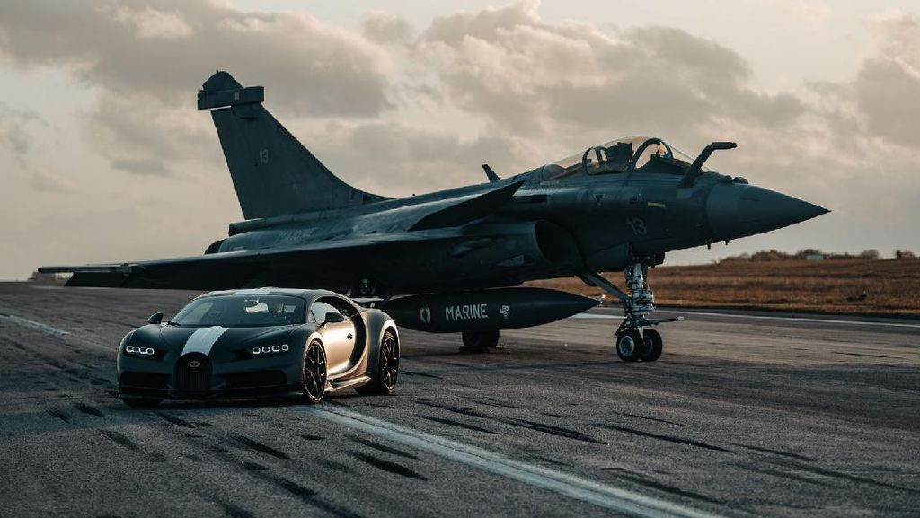 Momen Adu Drag Bugatti Chiron vs Jet Tempur Incaran Prabowo