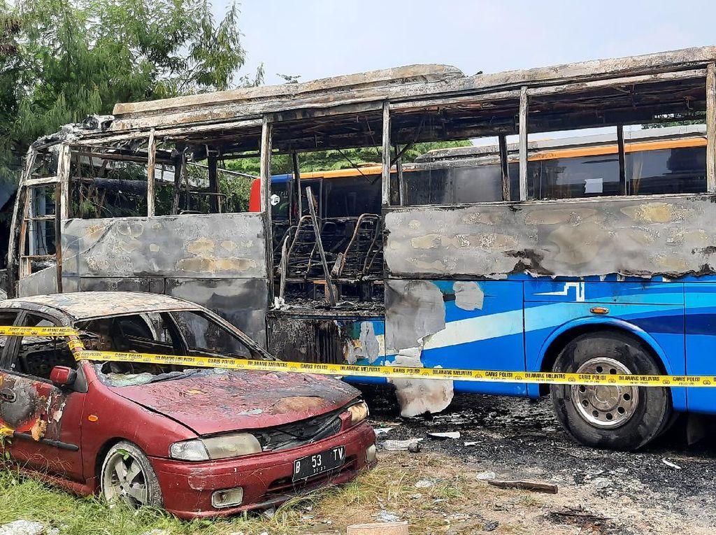 Bus di Pos Transit Jaksel Terbakar Usai Ditinggal Sopir Makan Bakso