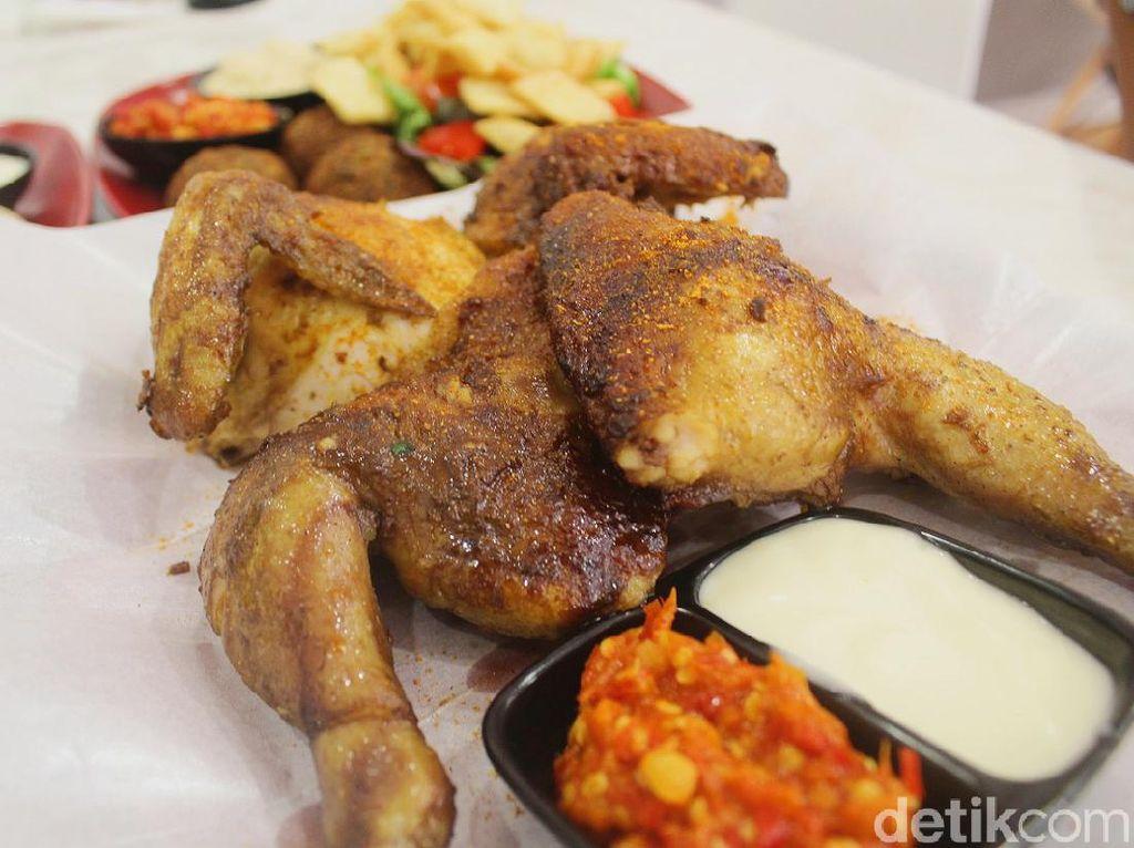 Emados Shawarma: Puas Makan 1 Ekor Ayam Panggang Palestina yang Empuk Juicy