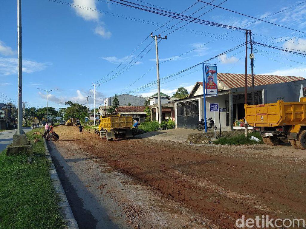 Jalan Poros Rusak Parah di Kota Kendari Mulai Ditimbun Pemprov Sultra