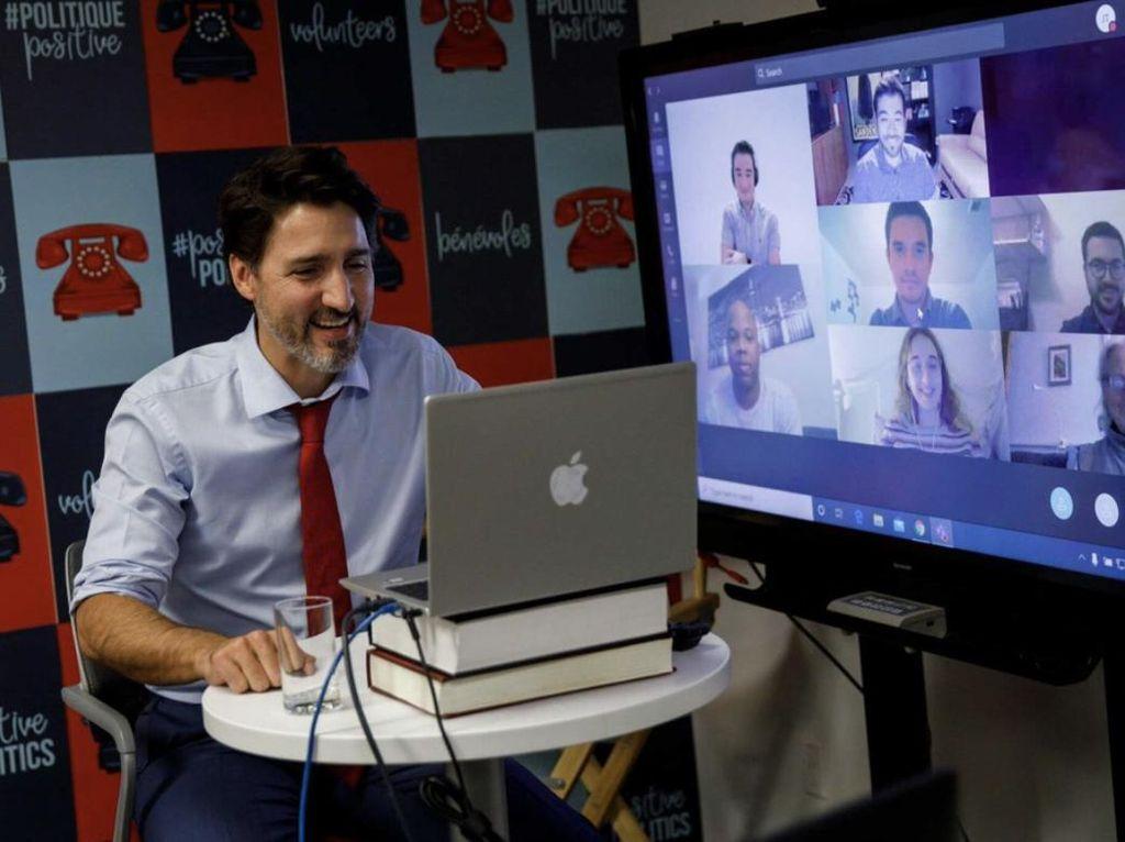 Kocak! PM Kanada Pakai MacBook Buatan HP Inc