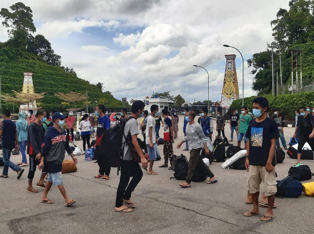 Foto: Malaysia Deportasi Pekerja Migran RI
