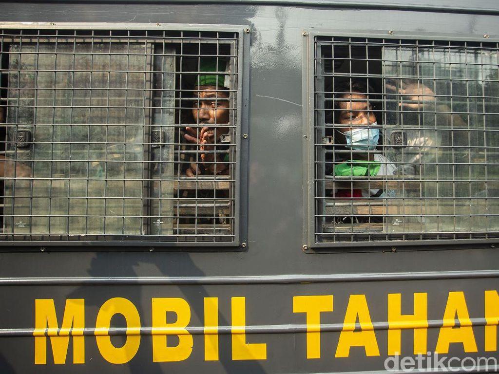 Massa Beratribut HMI Dibekuk Polisi di Tengah Aksi Bela Palestina