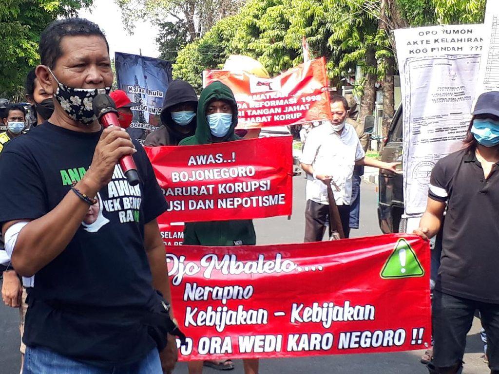 Massa Banteng Merah Putih Demo soal Perbedaan Nama Bupati Bojonegoro