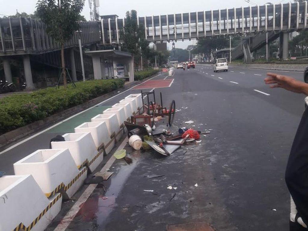 Dalih Ngantuk Pemobil Tabrak Lari Pedagang Mi Ayam di Jl Sudirman