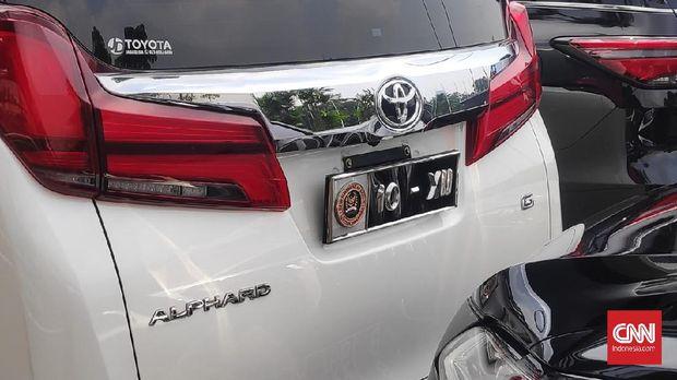Sebanyak 575 anggota Dewan Perwakilan Rakyat (DPR) RI bakal menggunakan pelat nomor kendaraan khusus.