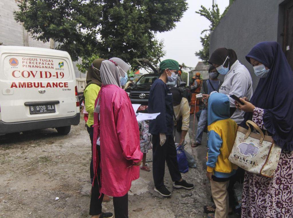 Foto: Klaster Halalbihalal di Cipayung, 80 Orang Terpapar COVID-19