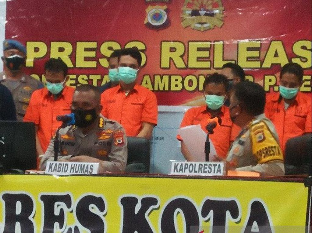 2 Oknum Polisi Jual Senpi ke KKB Papua Dituntut 10 Tahun Bui